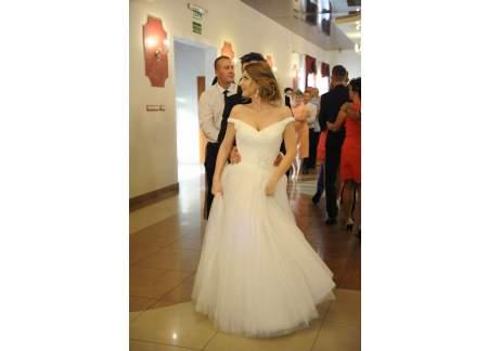 Hiszpańska Suknia ślubna Dekolt Hiszpański Tiul 36 S 164 A Pronovias