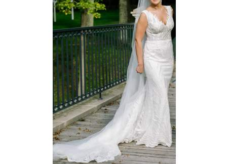 6bade9e4 Piękna & elegancka suknia Violi Piekut - model Kors - z długim koronkowym  trenem - stan