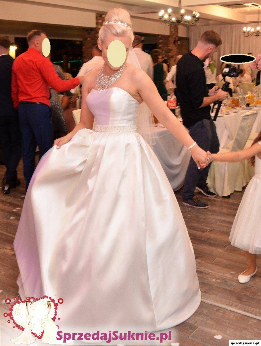 Romantyczna i elegancka suknia ślubna z materiału mikado