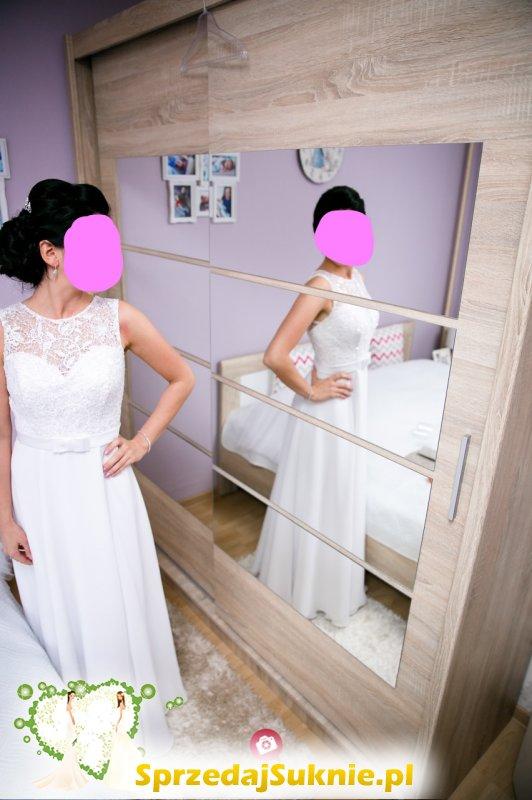 Prosta muślinowa suknia ślubna