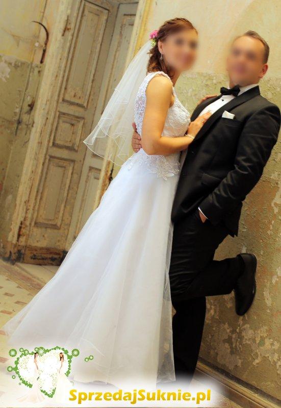 Przepięknie zdobiona suknia ślubna