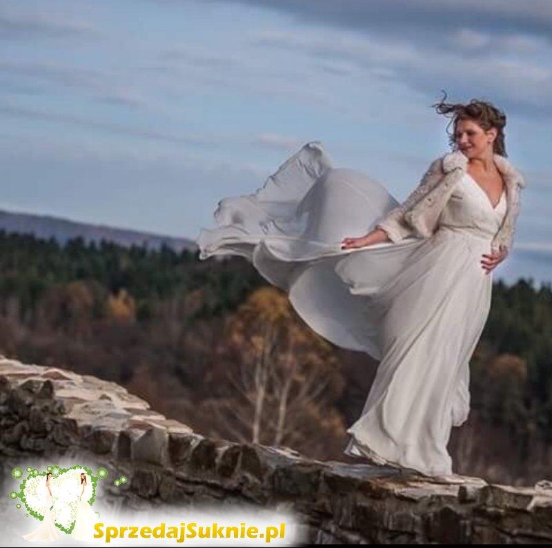 Muślinowa suknia z podpinanym trenem