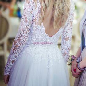 Koronkowa suknia