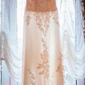 Suknia Brigitte z licznymi dodatkami