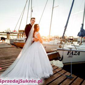 Suknia ślubna Sofi z trenem biała