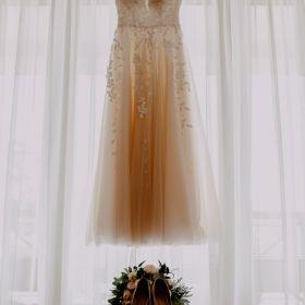 Suknia ślubna rustykalna z motywem listków od Lorange model Espania