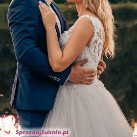 Suknia ślubna bogato zdobiona