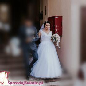 Suknia ślubna na wiązanym gorsecie