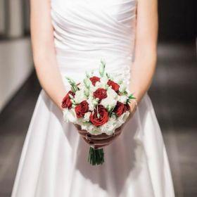 Elegancka i piekna suknia ślubna