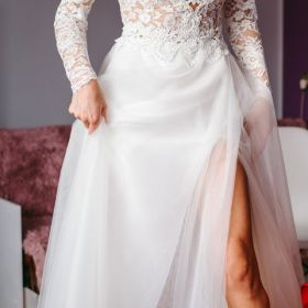Suknia ślubna z kolekcji Pilar + sweterek gratis