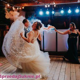Zjawiskowa suknia ślubna z aplikacjami 3d
