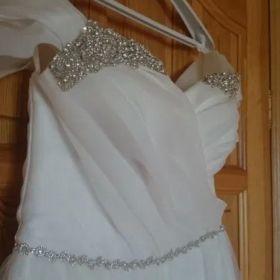 Suknia z kryształkami Swarovskiego z organzy i tiulu