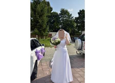 Suknia ślubna - rozmiar 44-46 (z piękną koronką i paskiem)