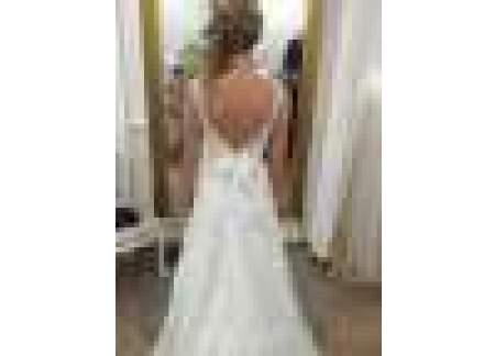 Piękna suknia z trenem, szyta w salonie KUTNIK Lublin, odświeżona