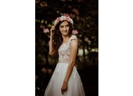 Biała suknia z koronkową górą i tiulową spódnicą / dopasowana góra, wykrojone plecy. Welon, halka i etola - gratis
