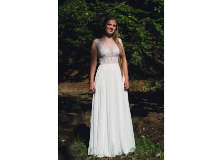 Delikatna suknia ślubna SABE