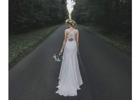 Suknia ślubna biała kolekcja 2019 + pokrowiec i szal Gratis