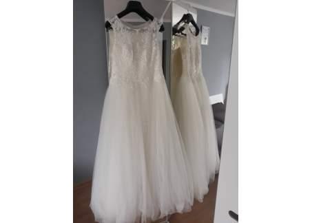 Suknia ślubna ecru ze zdobieniami