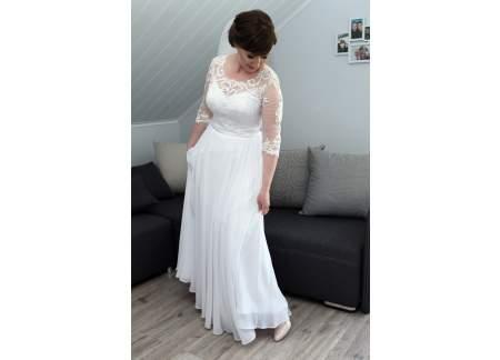 Sprzedam sukienkę ślubna w rozmiarze 38/40. Stan bardzo dobry.