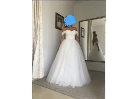Suknia princesska z odpinanymi ramiączkami