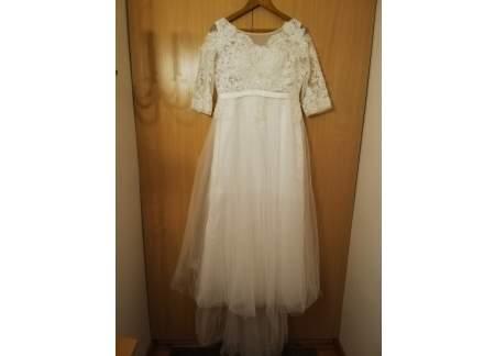 Piękna suknia ślubna z ozdobną górą